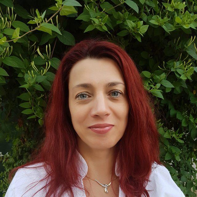 Dr. Grandtner Andrea